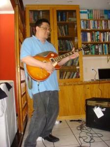 """Uma Guitarra Gibson """"Les Paul"""" Classic que agora é do meu filho de 12 anos (Tem muito mais aptidão que o pai)"""